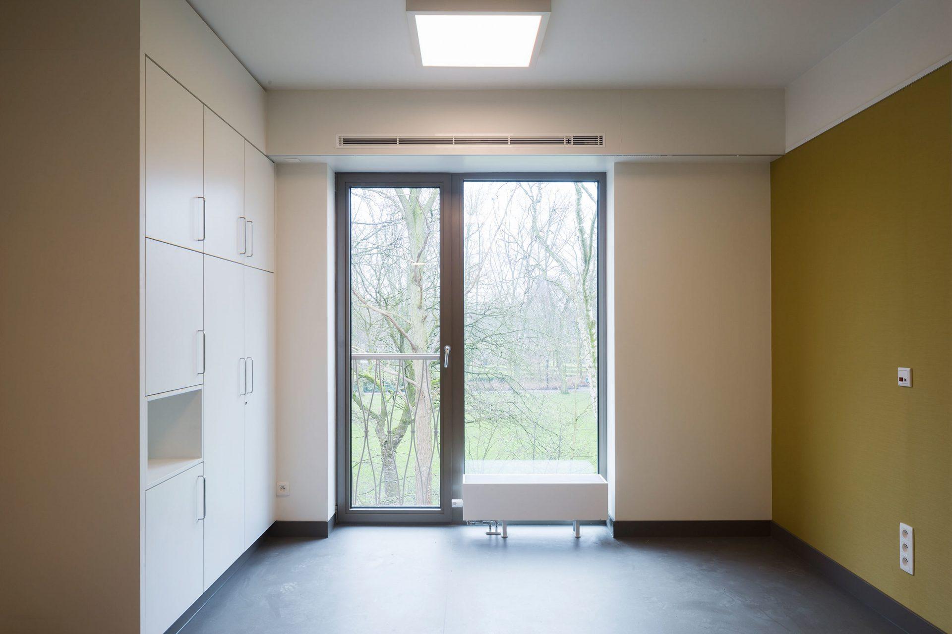 Machelen Room Window