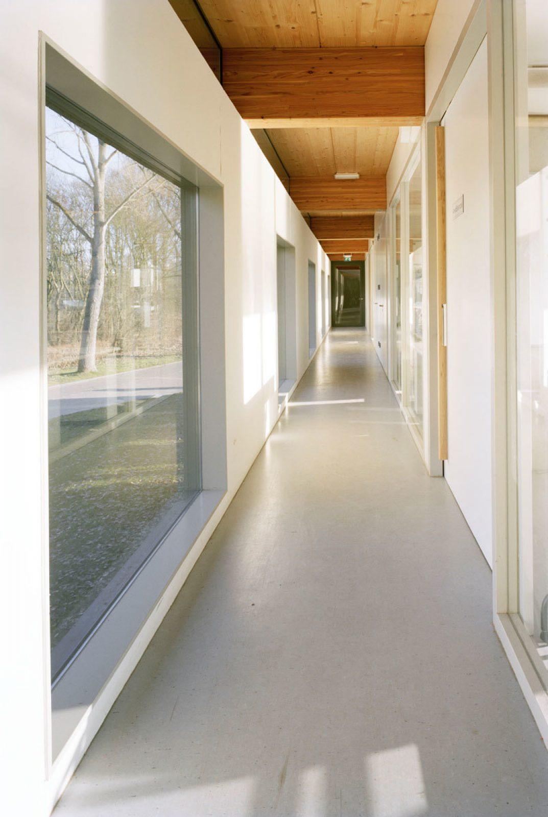 Roigenbouw Corridor Window